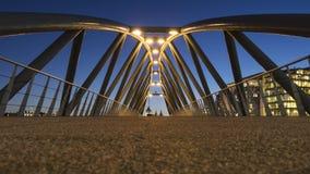 Ponte moderna no crepúsculo em Amsterdão Foto de Stock Royalty Free