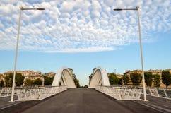 Ponte moderno contro la a Nizza Immagine Stock