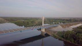 Ponte moderno del pendente archivi video