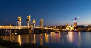 Ponte moderno nella città storica di Kampen, Paesi Bassi Fotografia Stock
