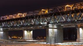 Ponte muito bonita do metal sobre o Rio Ob imagens de stock royalty free