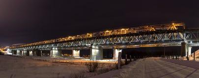 Ponte muito bonita do metal sobre o Rio Ob fotos de stock royalty free