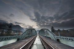 Ponte Mystical do trem feita de s de aço e dramático Imagem de Stock Royalty Free