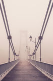 A ponte na névoa Foto de Stock Royalty Free