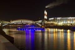 Ponte na noite, Moscou de Bogdan Khmelnitsky Imagens de Stock Royalty Free