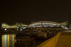 A ponte na noite, Moscou de Bogdan Khmelnitsky Fotografia de Stock