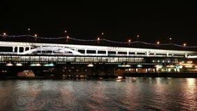 Ponte na noite, Moscou de Luzhnetskaya, Rússia vídeos de arquivo