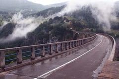 Ponte nas montanhas Fotos de Stock Royalty Free