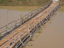 Ponte nativa feita do bambu e da madeira Foto de Stock