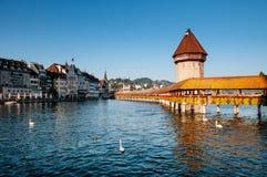 Ponte nella sera luminosa, Svizzera della cappella di Lucerna immagine stock libera da diritti