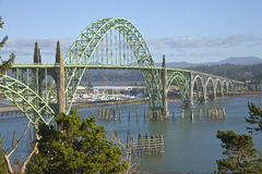 Ponte Newport Oregon da baía de Yaquina Imagens de Stock Royalty Free