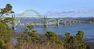 Ponte Newport Oregon da baía de Yaquina Fotos de Stock Royalty Free
