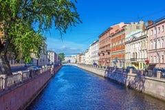 Ponte no canal de Griboedov em St Petersburg, fotos de stock