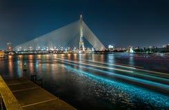 Ponte no crepúsculo, Banguecoque de Rama VIII, Tailândia Fotografia de Stock