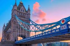 Ponte no crepúsculo, Londres da torre, Reino Unido Foto de Stock