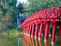 Ponte no lago Hoan Kiem, Hanoi, Vietnam Imagens de Stock Royalty Free