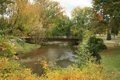 A ponte no parque da cidade fotografia de stock