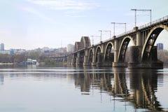 Ponte no rio Imagens de Stock Royalty Free