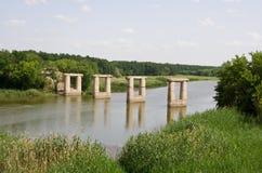 Ponte no rio Fotografia de Stock Royalty Free