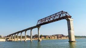 Ponte no rio do ganga em india, varanasi fotos de stock