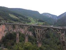 Ponte no rio Tara em Montenegro imagens de stock royalty free
