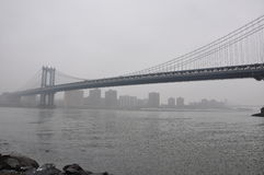 Ponte nova de Jork Manhattan, névoa Fotografia de Stock