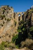 A ponte nova de Puente Nuevo que cruza o desfiladeiro do EL Tejo em Ronda, Espanha Foto de Stock Royalty Free