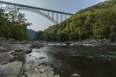 Ponte nova do rio Fotos de Stock Royalty Free