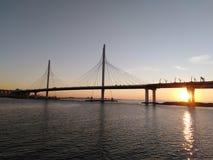 A ponte nova sobre o Golfo da Finlândia em StPetersburg fotografia de stock