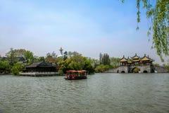 Ponte ocidental delgada do pavilhão do lago cinco Yangzhou Foto de Stock Royalty Free