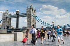 Ponte passada de corrida da torre Fotografia de Stock