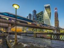 Ponte pedestre Bagration no inverno no crepúsculo Imagem de Stock Royalty Free