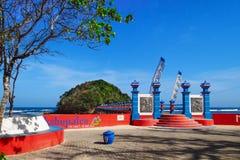 Ponte pedestre longa à fuga da selva na ilha de Hanuman fotos de stock royalty free