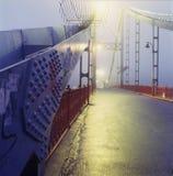 Ponte pedonale attraverso il fiume di Dnieper a Kiev Immagini Stock Libere da Diritti