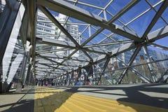 Ponte pedonale nella zona di acquisto di Pechino Xidan Immagine Stock