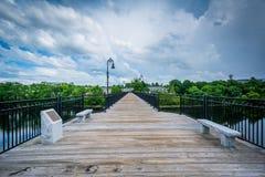 Ponte pedonale sopra il fiume di Merrimack, a Manchester, nuova immagine stock