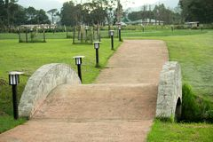 Ponte pequena em um jardim Imagem de Stock Royalty Free