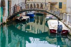 Ponte pequena sobre canais de Veneza Foto de Stock Royalty Free