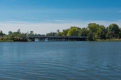 Ponte pequena sobre a via navegável Foto de Stock Royalty Free