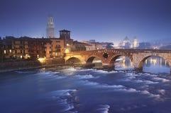 Ponte Pietra à Vérone - en Italie Photographie stock libre de droits
