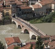 Ponte Pietra στον ποταμό Adige Στοκ εικόνα με δικαίωμα ελεύθερης χρήσης