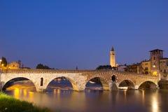 Ponte Pietra di notte Immagini Stock