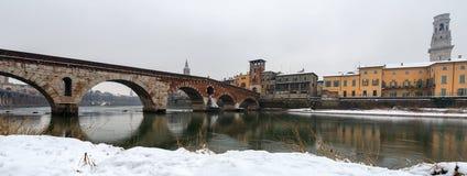 Ponte Pietra en Adige-Rivier - Verona Italy Stock Afbeelding