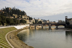 Ponte Pietra en San Pietro Castle royalty-vrije stock fotografie