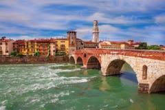 Ponte Pietra i Verona Arkivfoto