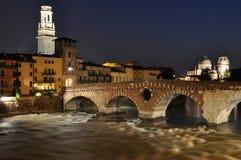 Ponte Pietra River Adige en Verona Fotografía de archivo