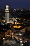 Ponte Pietra River Adige in Verona nachts Stockfoto