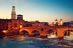 Ponte Pietra, Vérone - Italie Photos libres de droits