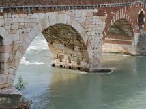 Ponte Pietre一座桥梁在维罗纳在意大利 库存照片