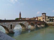 Ponte Pietre一座桥梁在维罗纳在意大利 免版税图库摄影